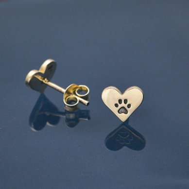 6272 ETCHED PAW PRINT IN SILVER HEART SHAPE STUDS
