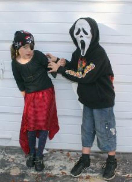 pirate-girl-and-scream-ghost-boy_2652081.jpg