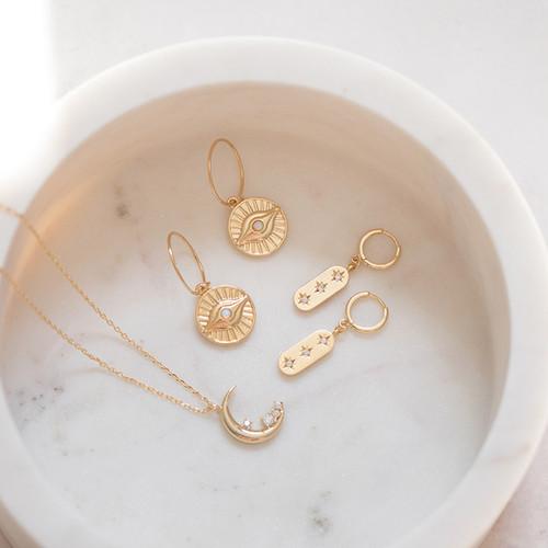 Jewellery Photographer Bristol, Gold Earrings, Gold Pendant, Chocianaite.jpg