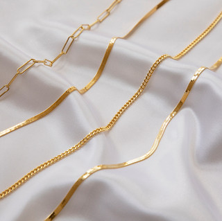 Gold-Necklaces-Jewellery-Photographer-Bristol.jpg