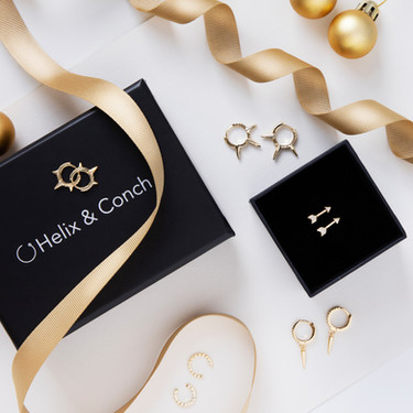 Christmas_Jewellery_Photography_Flatlay_Gold_Earrings