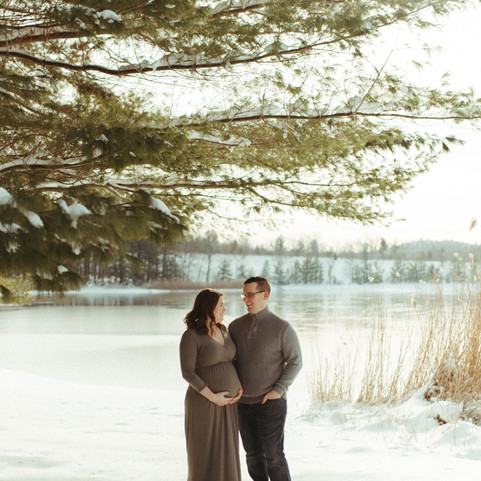 wintry maternity shoot in a foot of snow