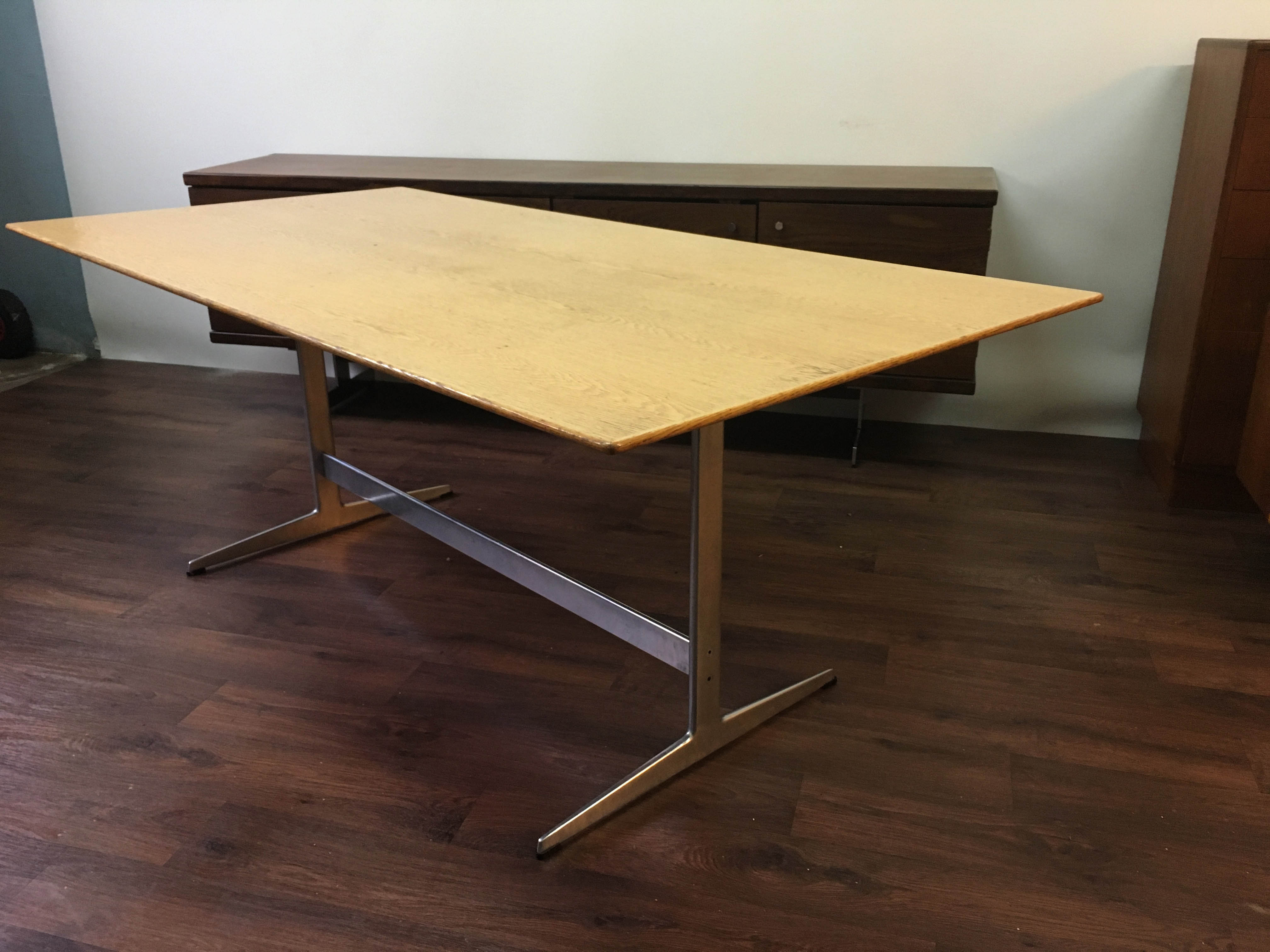 Shaker Table by Arne Jacobsen