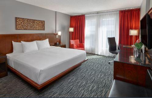 Matrix Hotel - King Room