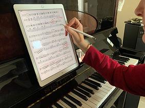 apprendre le piano par échange de vidéos