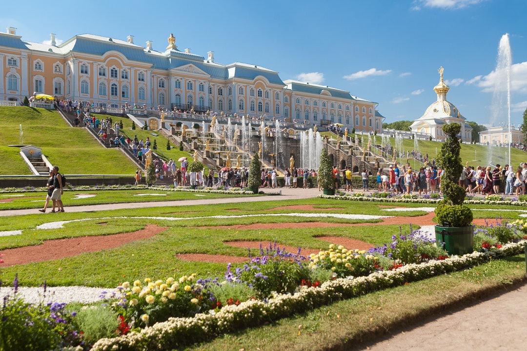 Tour of Peterhof