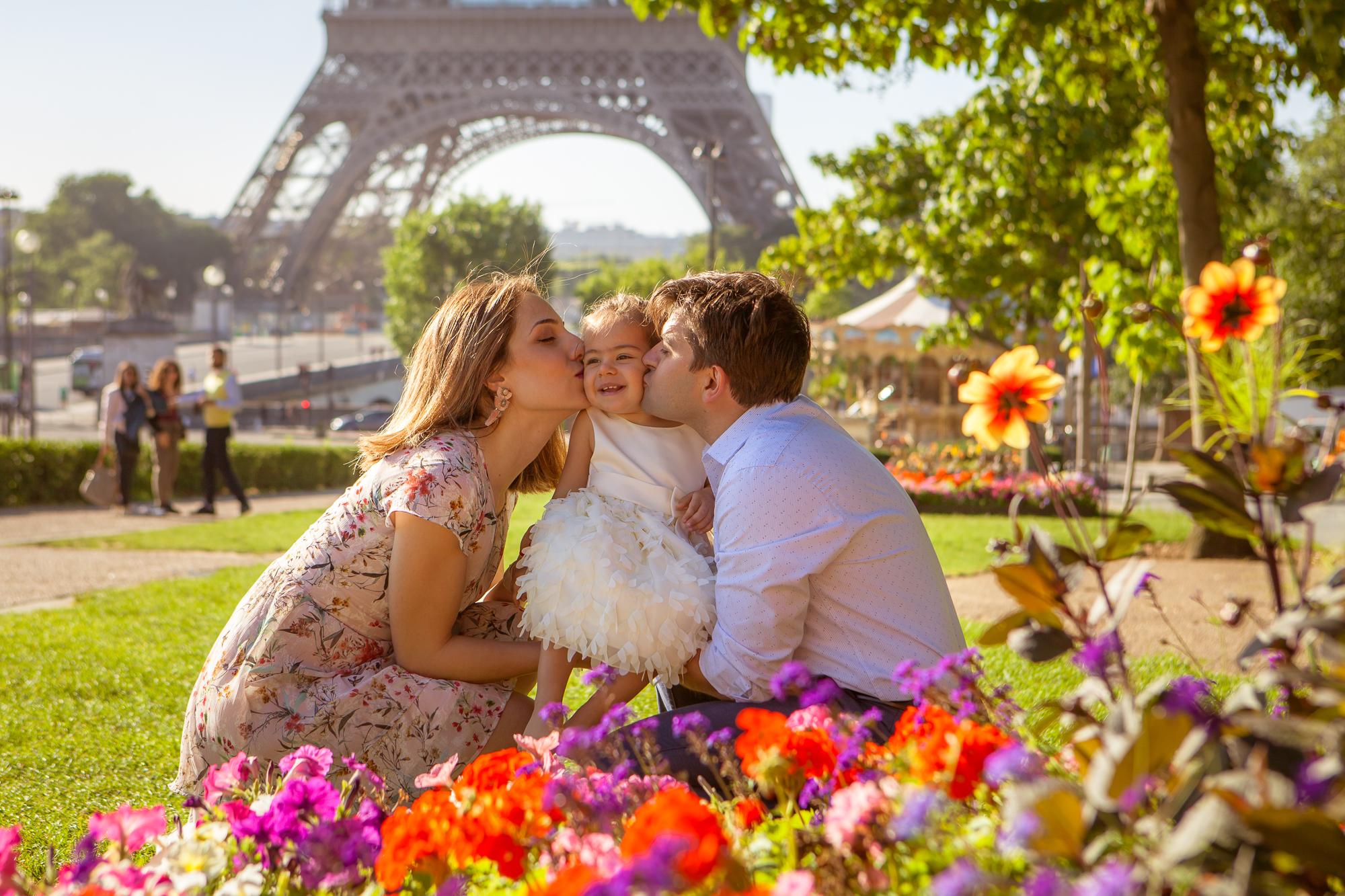 Family photoshoot in Paris
