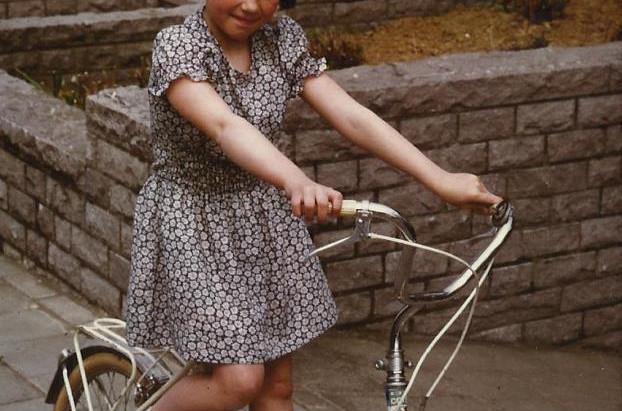 L'enfant à la bicyclette blanche