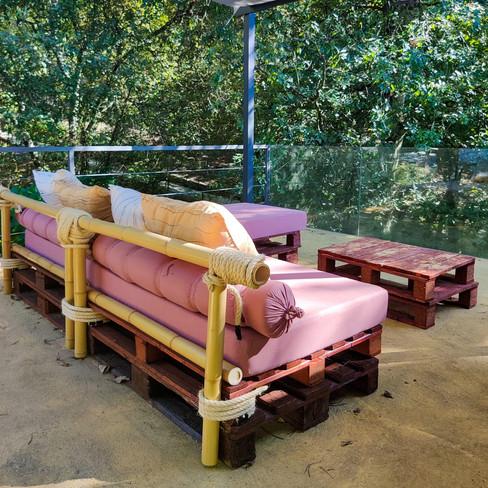 Sofá Paletes e Bambu