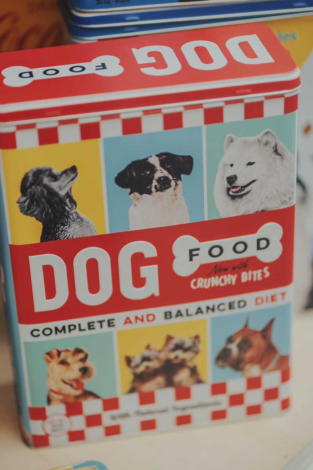Reading food labels helps to identify good food for dogs to eat