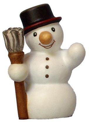 Schneemann aus Holz mit Besen