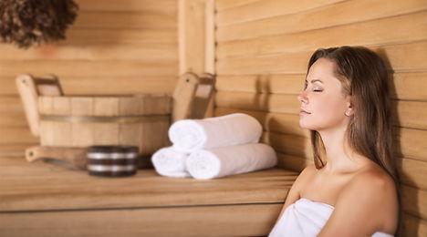 Femme dans un sauna