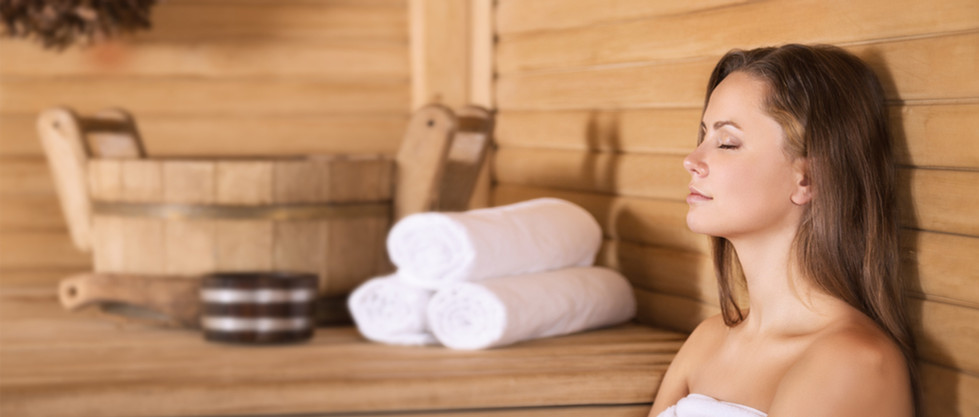 Mujer en una sauna