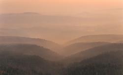 009 Sonnenaufgang Gohrisch Nebel über Landshaft web