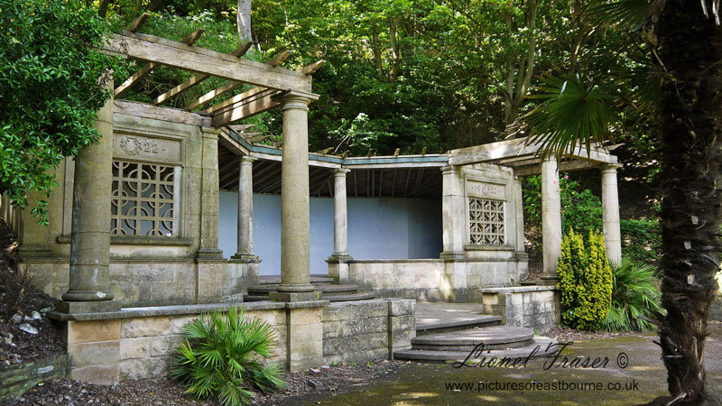 329A1 Italian Gardens Pergola Holywell