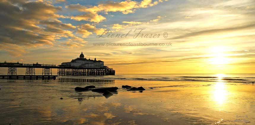 105A8 Sunrise at Eastbourne Pier