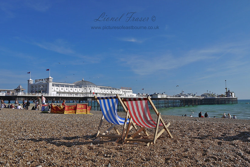 700A1 Brighton Pier on a sunny day from the beach