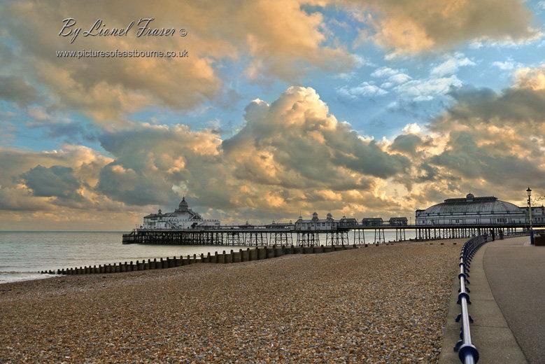 108B3 Sunset Eastbourne Pier