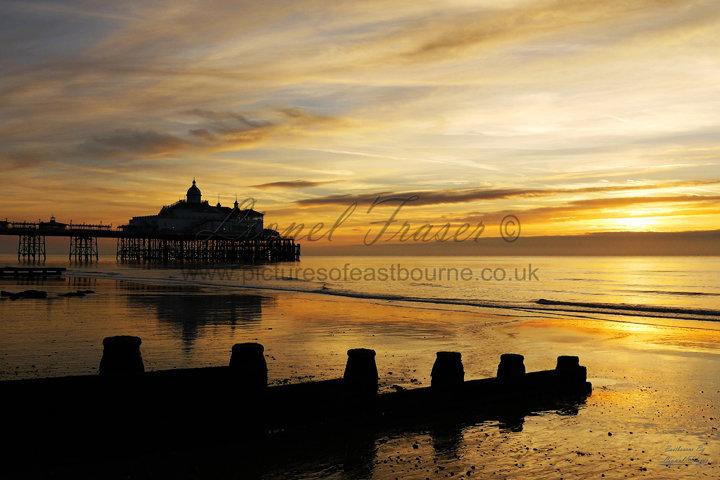 105A3 Sunrise Eastbourne Pier