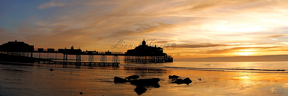 105A13 Sunrise at Eastbourne Pier