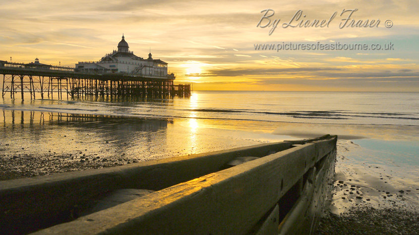 105A6A Sunrise at Eastbourne Pier