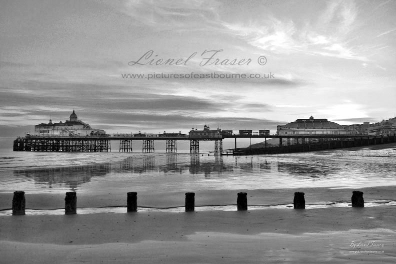 108A6BW Eastbourne Pier Sunset
