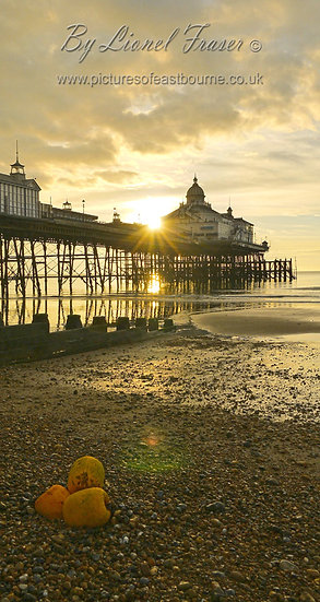 105A10A Sunrise at Eastbourne Pier