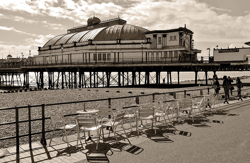 105E1BW Eastbourne Pier Cafe Vintage