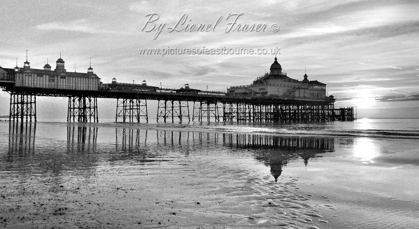 105A2ABW Sunrise Eastbourne Pier