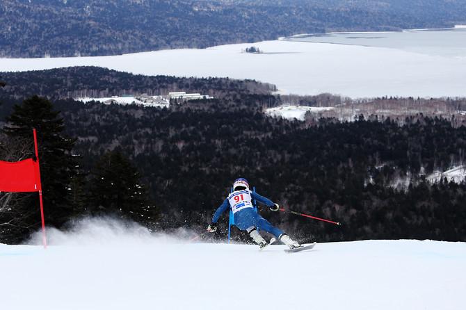 全日本スキー選手権女子GS 重圧に耐え石川晴菜が優勝