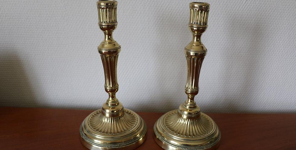 Paire de flambeaux en laiton, style Louis XVI