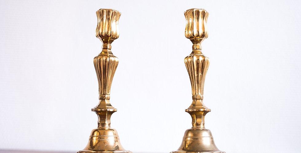 Paire de flambeaux en bronze doré, époque Louis XV