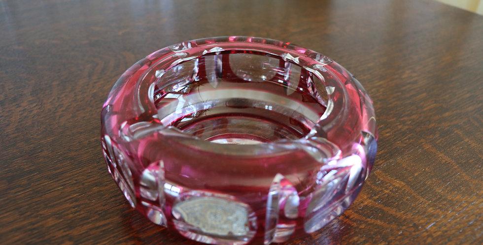 Cendrier en cristal du Val St Lambert, doublé rouge, diam 15 cm