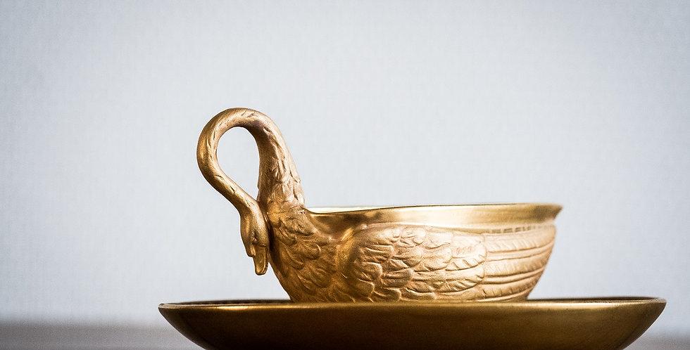 Tasse Cygne et sa sous-tasse en porcelaine de Paris or, attribué à DAGOTY