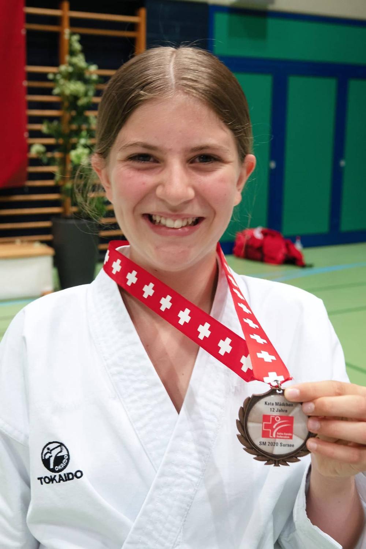 Larissa Campell, 3. Platz Kata 12-jährig, Fällanden