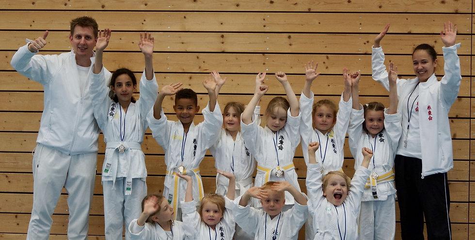 Karate Fällanden: Lachende Kinder - und Trainer!
