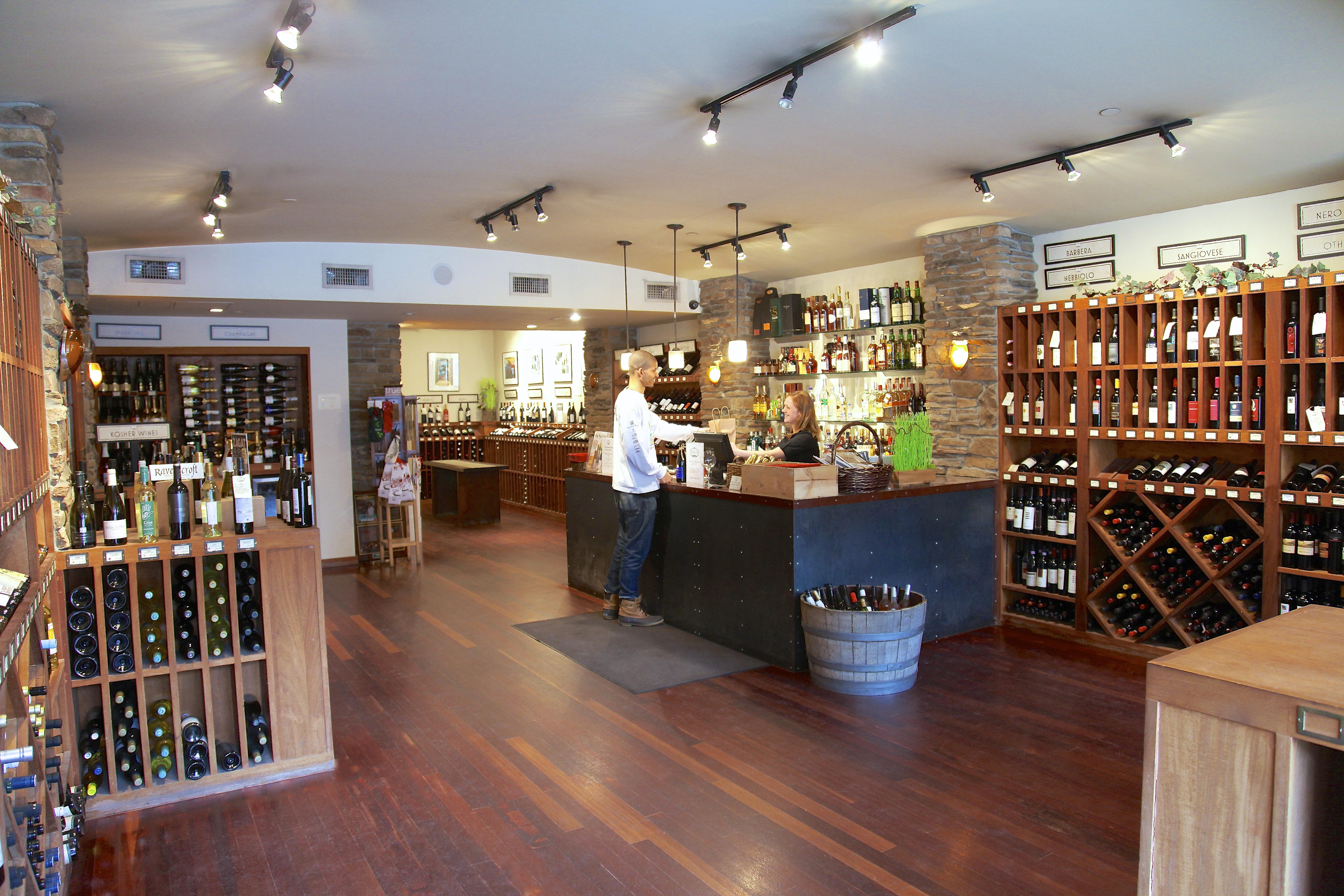 Wine Shop 811161995_harlem vintage _010