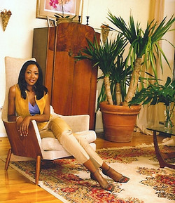 Keita in Mid-Century Chair with English