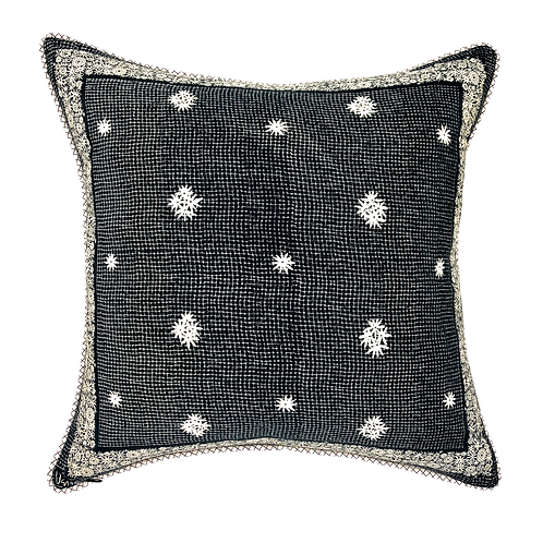 "Queen Anne's Lace Vera 22"" Pillow"