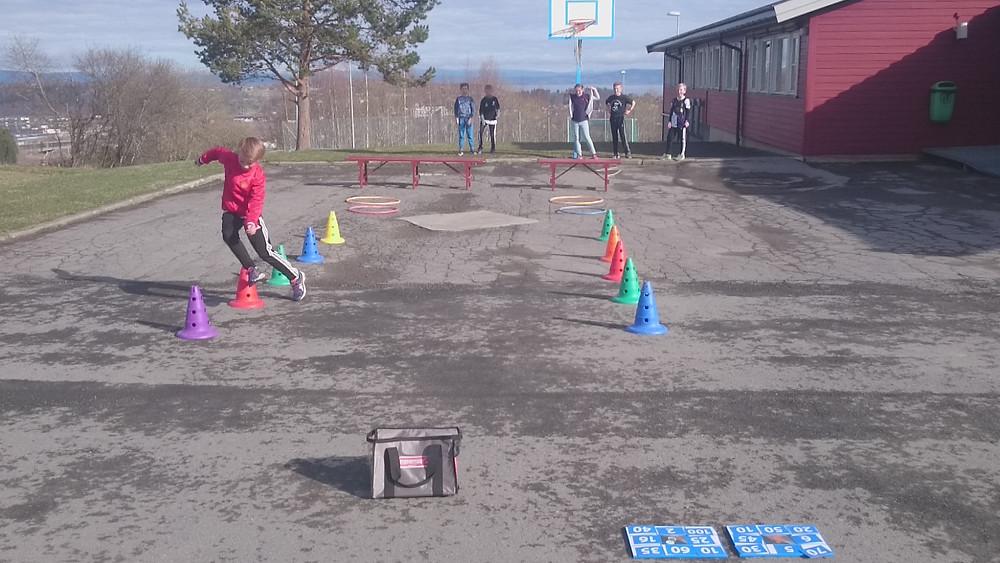 Mattemaur med multiplikasjon + hinderløype = fysisk aktivitet og læring