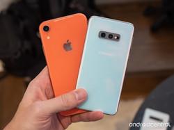 samsung-galaxy-s10e-vs-apple-iphone-xr-a