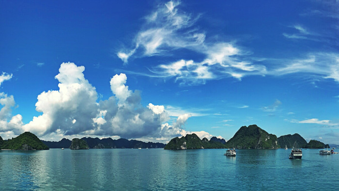 Fascinating Cruise Trip in Halong Bay, Vietnam