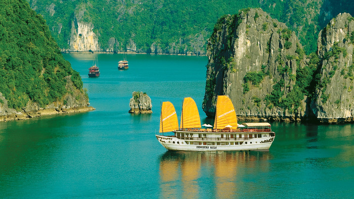 How to Enjoy a Trip to Halong Bay, Vietnam