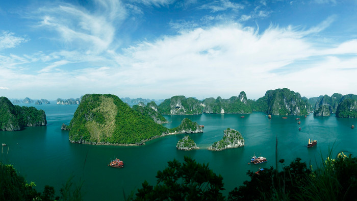 Halong Bay, Bai Tu Long Bay and Lan Ha Bay - What's the Difference?