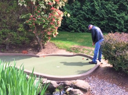 Tim ready to sink the putt (2)