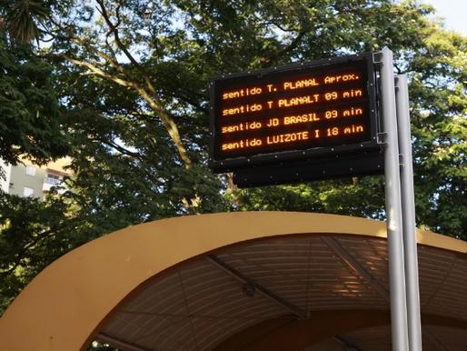 Principais pontos de ônibus de Uberlândia começam a receber painéis de LED