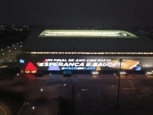 Arena do Corinthians ganha mensagem de Natal no painel de LED; veja vídeo