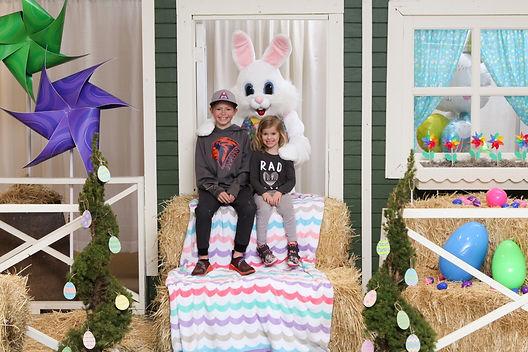 Kent Station Easter Bunny 2021-0599 (Med