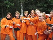 Ett gäng goa möhippebrudar som är redo för Prison Escape