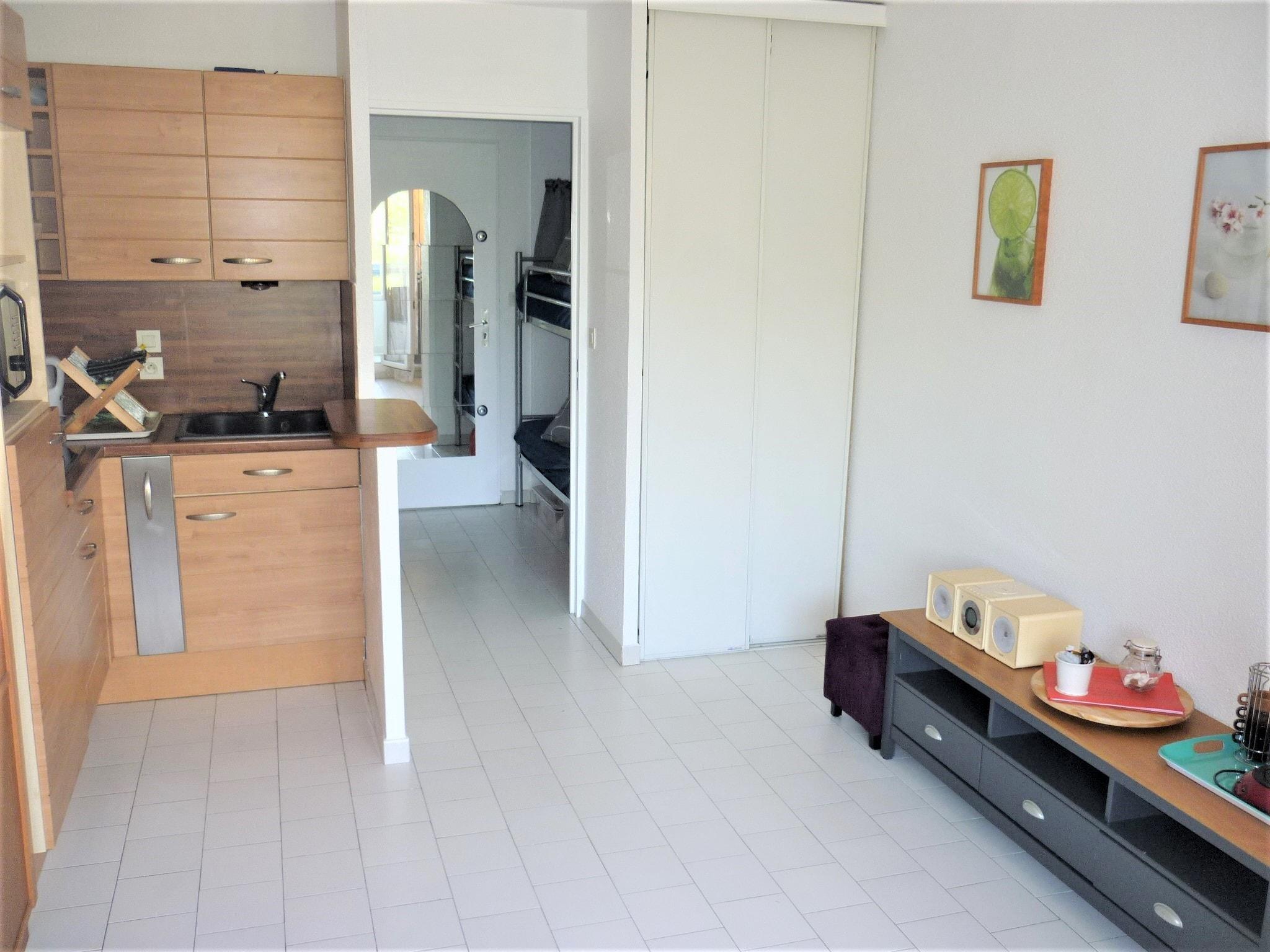 vue rivi re avec loggia iris. Black Bedroom Furniture Sets. Home Design Ideas